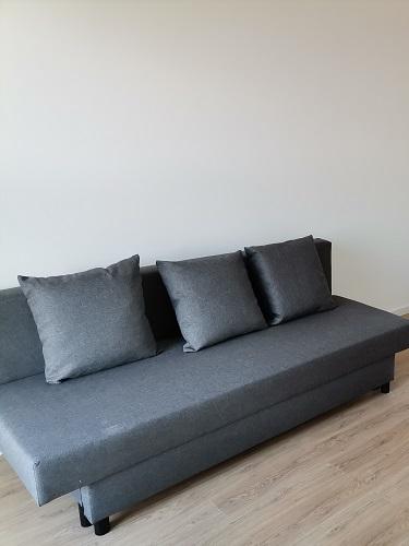 kanapa z poduszkami