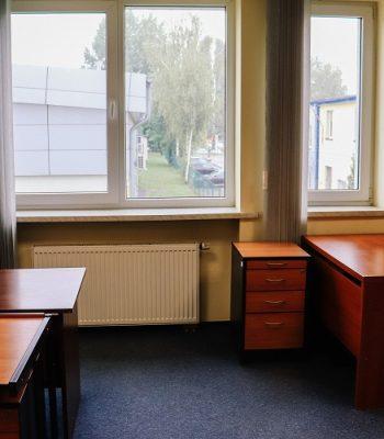 biurka w lokalu