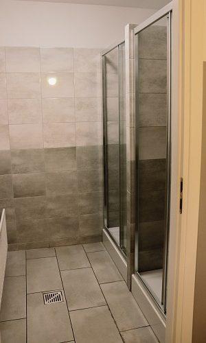 kabiny prysznicowe - lokal pracowniczy