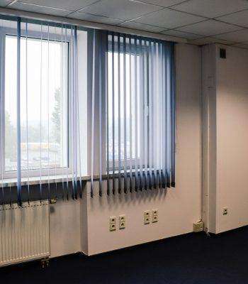 okna w biurze