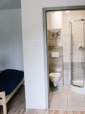 pokój dla pracowników z łazienką