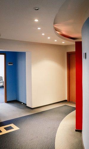 korytarz w biurze