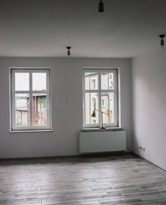 nieumeblowany pokój