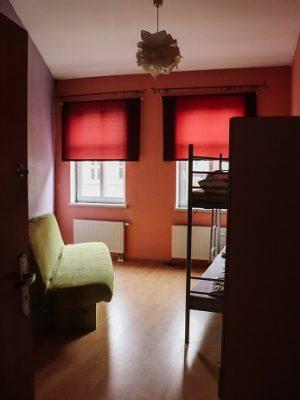 przyciemniony pokój